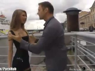 Rocco seks siffredi anally defiles a vene baleriin edasi a leash