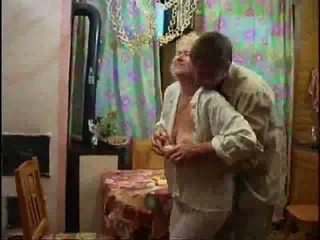 แก่แล้ว บลอนด์ เปล่า และ forcing ควย ลง เธอ throat วีดีโอ