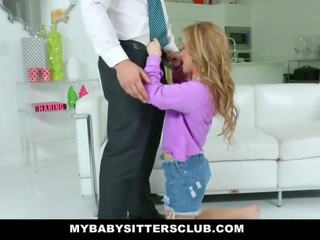 Mybabysittersclub - 귀여운 젊은 베이비 시터 fucks 아빠 용 복수