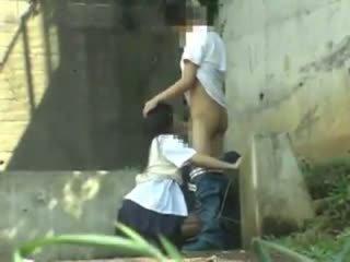 Skolniece having sekss uz the park