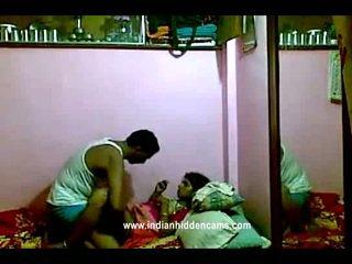 Indisch rajhastani pair in traditional indisch outfits having porno reus