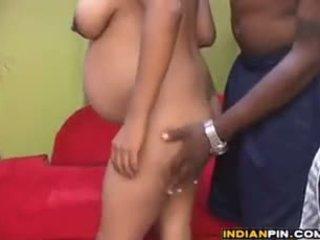 Schwanger indisch mit ein groß schwarz guy