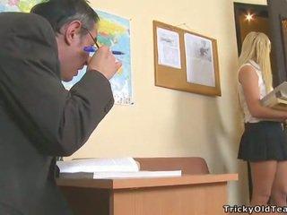 Delightful alkollü seks ile treyler kız