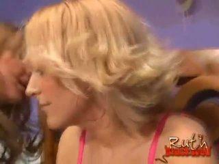 blondes menonton, antara kaum, panas ffm semua