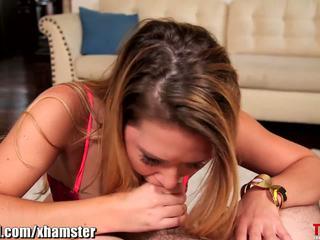 Abby kríž throated