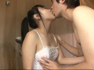 Japansk babe uses henne tunge