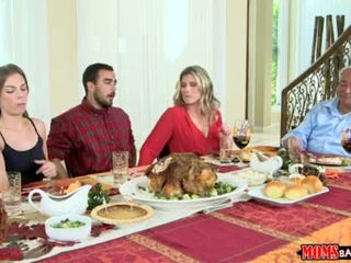 Moeders bang tiener - ondeugend familie thanksgiving <span class=duration>- 10 min</span>