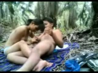 Indonézske násťročné fucked v the džungľa