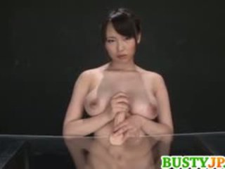 Akane yoshinaga plays cu dildo pe cans