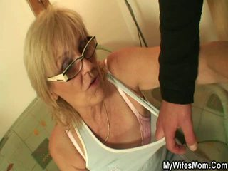 mormor, titty fan, kök