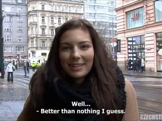 Menakjubkan remaja fucks untuk wang