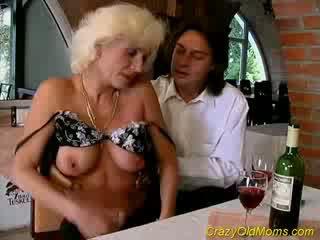 Nebuna vechi mama gets jet de sperma sex