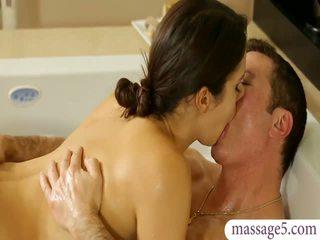 बस्टी masseuse valentina nappi gives मसाज और गड़बड़