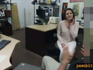 Customers istri kacau oleh pervert pawnkeeper di itu ruang belakang
