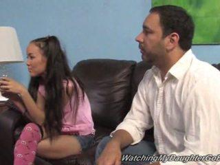 Amai liu goes черни в преден на тя баща