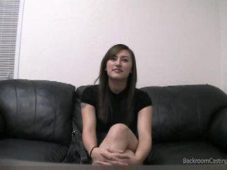 Rengjøring dame talked til anal på casting sofa