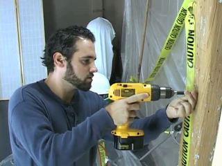 Construction arbeider takes en break til beat av