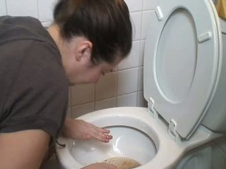 Rambut coklat muntah vomit puke vomiting menyumbat mulut pukes
