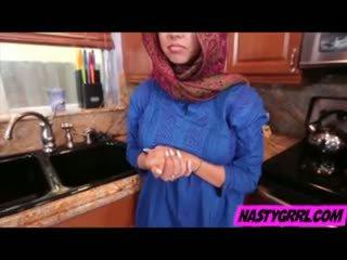 Hijabi fata ada has pentru suge penis și obey