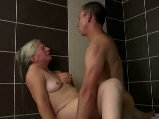 Luma ina takes bata titi sa banyo, hd pornograpya 2e